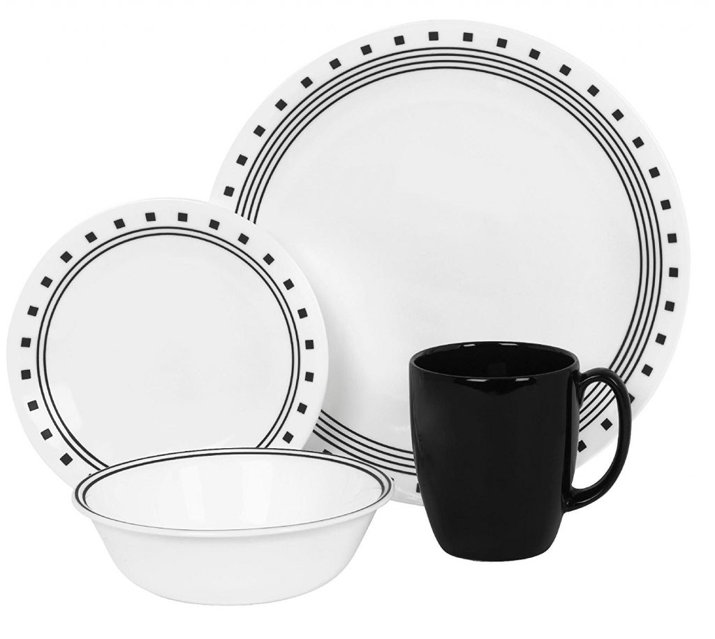A Modern Black And White Pattern Makes This Corelle Dinnerware Set Look Great Within 16 Piece You Get Four 10 25 Round Dinner Plates